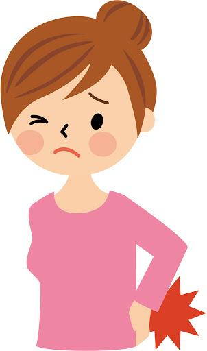 腰痛に苦しむ若い女性
